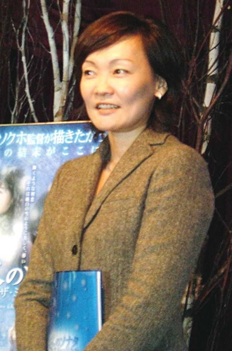 安倍昭恵夫人、ネットで話題のひざ丈ドレスに「朝から着物着れば