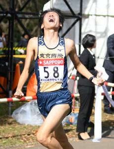 日本人トップの5位でゴールした東京国際大・伊藤達彦(カメラ・竜田 卓)