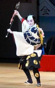 「まつり」を踊る月組トップスター・珠城りょう