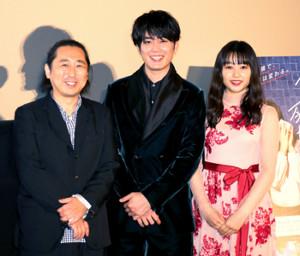 舞台あいさつした(左から)小林啓一監督、間宮祥太朗、桜井日奈子