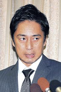 10月23日深夜の会見で申告漏れを謝罪した徳井義実