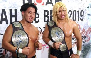 新王者になった原田(左)とタダスケ