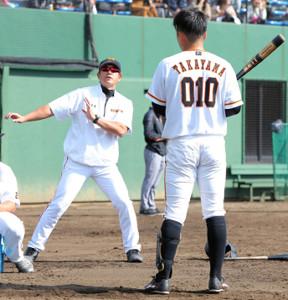 高山竜太朗を指導する石井琢朗コーチ