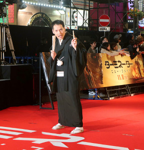 映画「ターミネーター ニュー・フェイト」のジャパンプレミアで歌舞伎町のレッドカーペットを歩いた神田松之丞