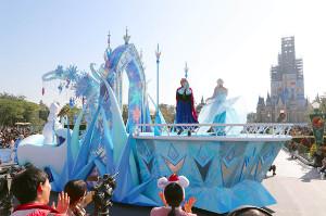 ディズニーXmasストーリーズの「アナとエルサの雪と氷の世界」(カメラ・佐々木 清勝)