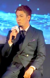 フィリップス・スマートスリープの新製品発表会のトークショーで話をするドジャース・前田