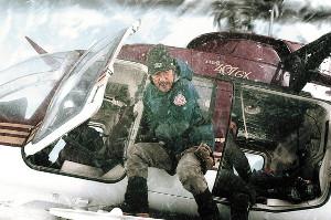 ヘリコプターから救助を試みる隊長役の役所