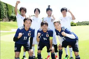 木梨憲武(後列左から3人目)ら出演者