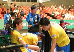 中国にストレート負けを喫した(手前左から順に)丹羽孝希、吉村真晴、張本智和、神巧也
