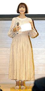 啓発イベントに登場した篠田麻里子