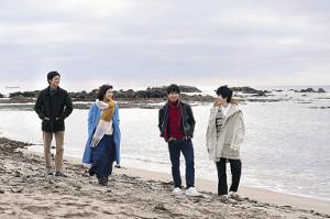 「蜜蜂と遠雷」の一場面。(左から)松坂桃李、松岡茉優、森崎ウィン、鈴鹿央士
