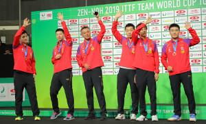 優勝した中国の男子団体チーム