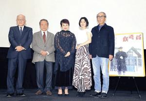 高倉健さんとの思い出を振り返った(左から)浅田次郎氏、小林稔侍、大竹しのぶ、広末涼子、木村大作氏