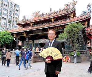 台北金馬映画祭参加の際、台北最古の寺院でパワースポットとして人気の龍山寺を訪れた周防正行監督