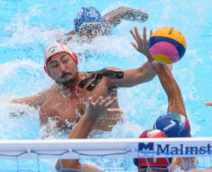 今年7月の世界水泳でのイタリア戦でシュートを放つ志水祐介