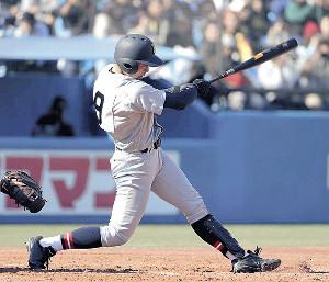 左越えの本塁打を放った仙台育英・吉野