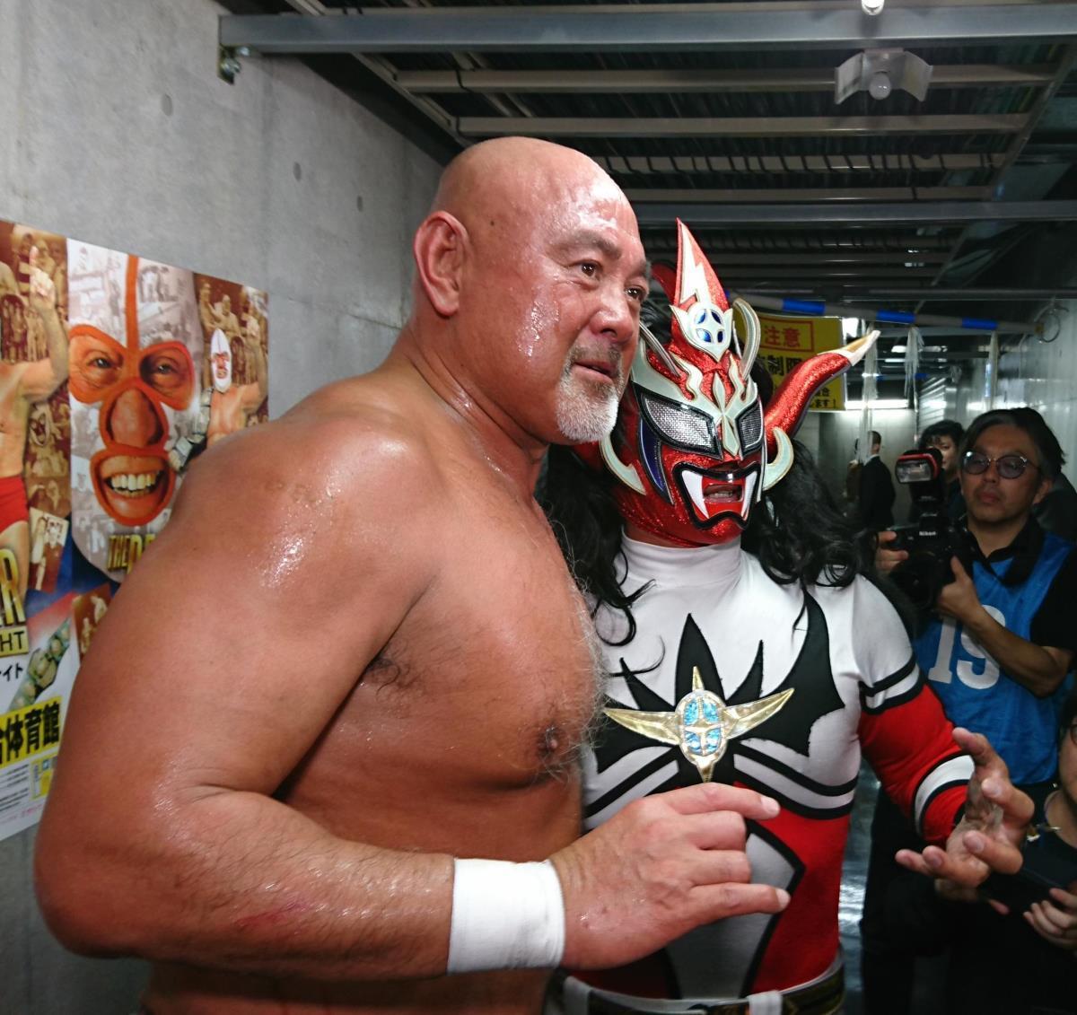 最後のリングとなった武藤(左)とライガー