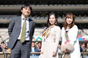 東京競馬場での予想イベントに出演した田中歩アナ(右)、薄井しお里さん(中)、大上記者(カメラ・矢上 舞)