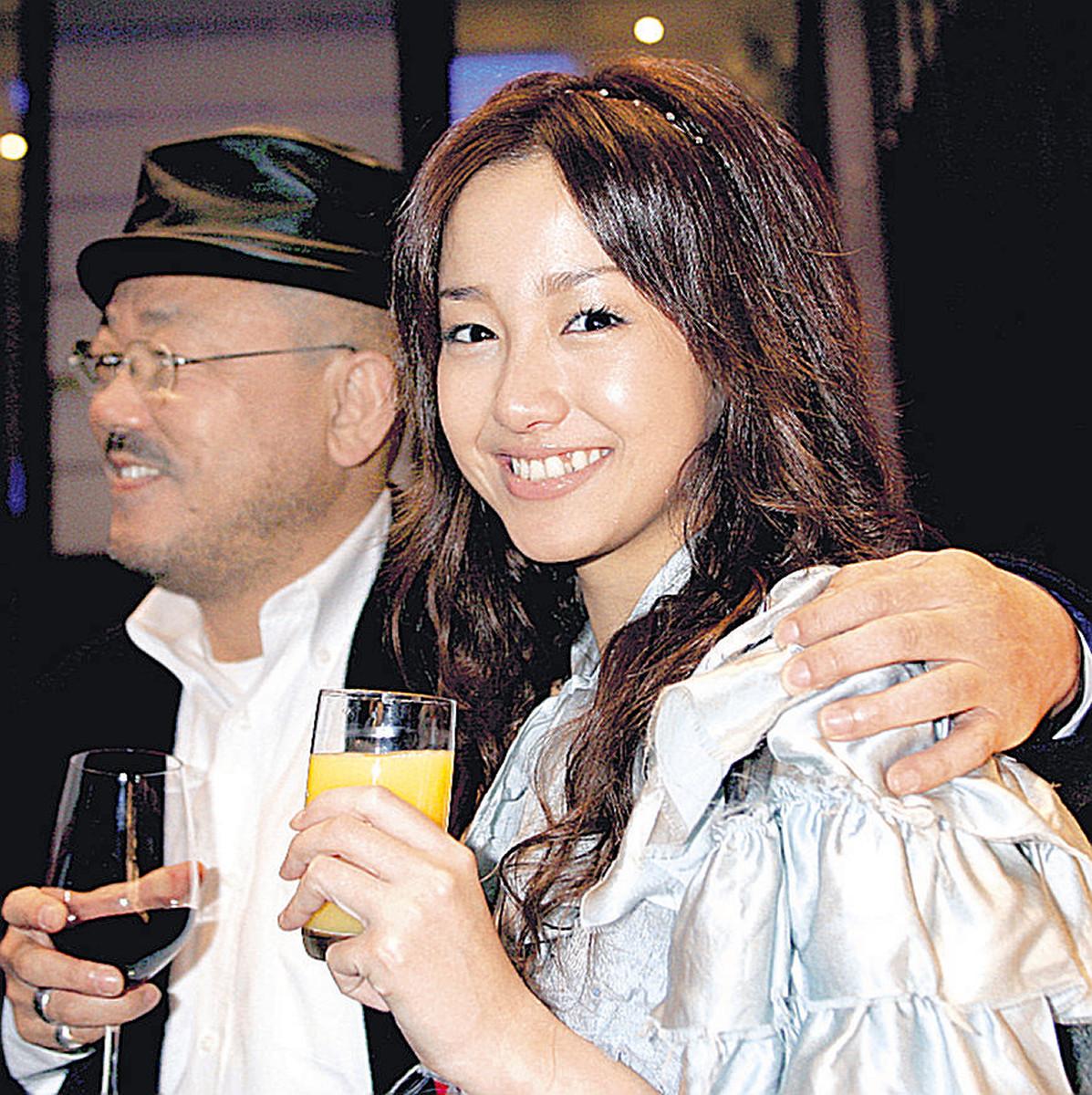2005年の報知映画賞授賞式で沢尻エリカ容疑者と受賞を喜び合った井筒和幸監督
