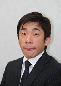 目を潤ませながら質問に答える織田信成(カメラ・谷口 健二)