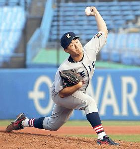 豪快な投げっぷりで7回までパーフェクトピッチングの慶大・高橋佑樹(カメラ・竜田 卓)