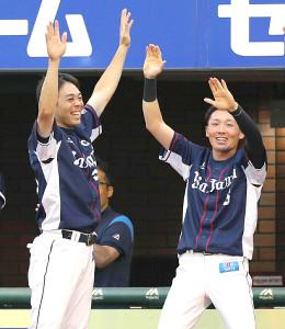 秋山翔吾(左)と源田壮亮