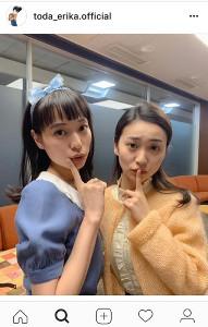 戸田恵梨香、マスコットガール衣装で大島優子と2ショット公開