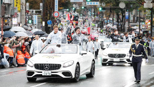 日本一祝賀パレードを行ったソフトバンクの選手たち