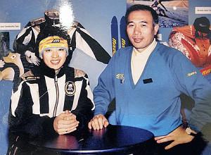 1992年アルベールビル五輪に出場した際の橋本聖子氏と上治氏。まさに五輪の申し子だった(上治氏提供)
