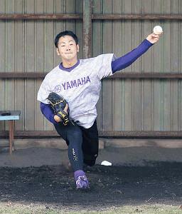 ブルペンで投げ込むヤマハ入社8年目の左腕・大野投手