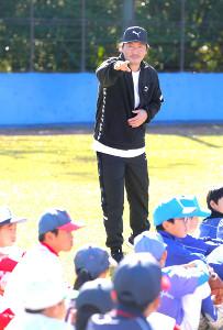 野球教室に参加した広島・長野