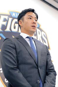斎藤は契約更改を終えて来季への意気込みを語る