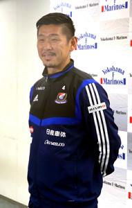 今季限りでの引退を発表し、取材に応じる横浜M・栗原