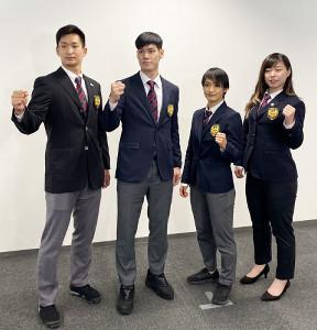 羽田空港に帰国した(左から)荒賀龍太郎、西村拳、清水希容、植草歩