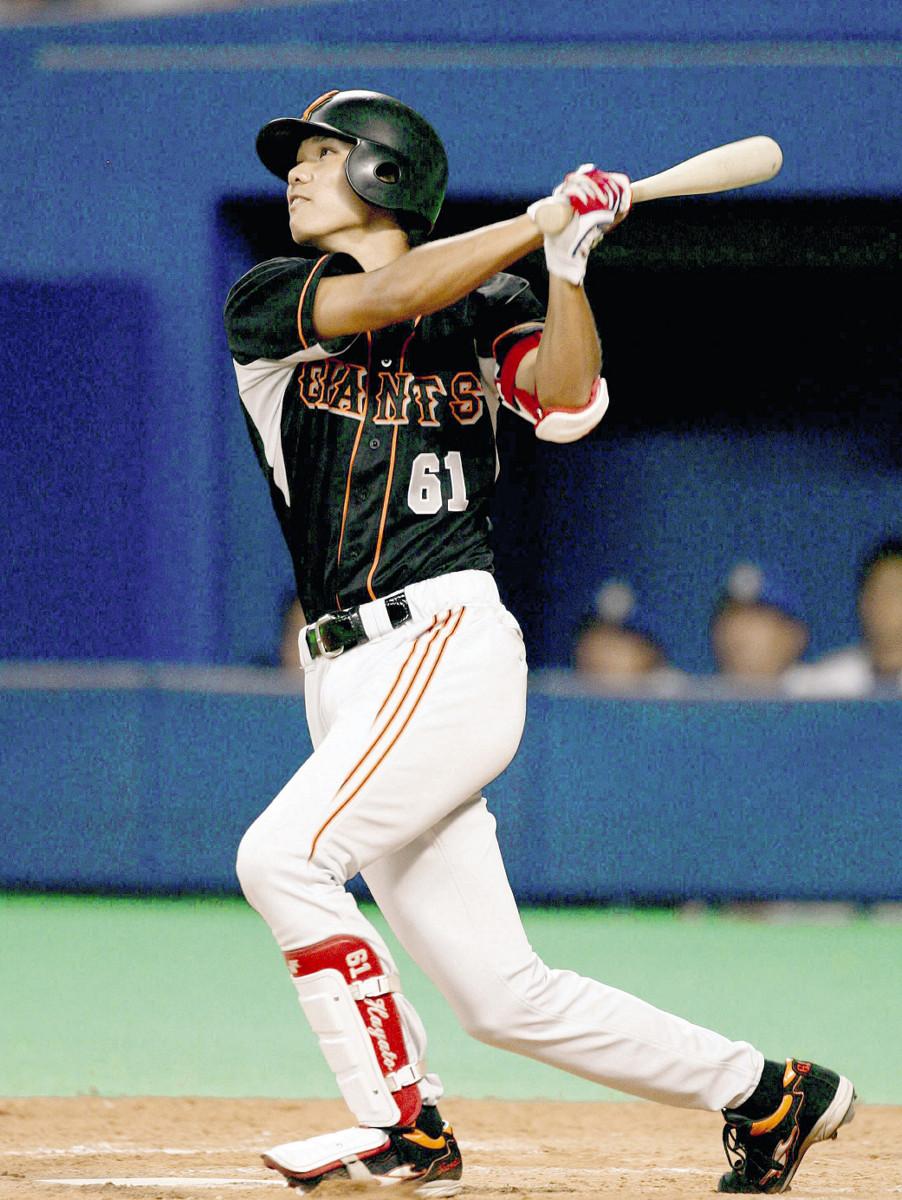 07年9月6日、中日戦の12回2死満塁、中前にプロ初安打、初打点となる決勝2点適時打を放つ坂本勇
