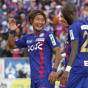 J2の11月度MVPに輝いた甲府・曽根田(左)