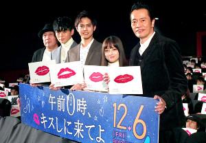舞台あいさつを行った(左から)新城毅彦監督、眞栄田郷敦、片寄涼太、橋本環奈、遠藤憲一