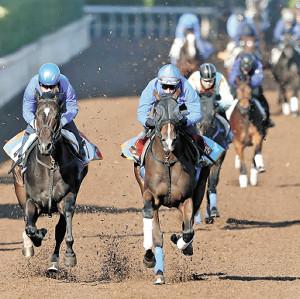 ビュイックがまたがったウーマンズハート(左から2頭目)は僚馬に追走先着