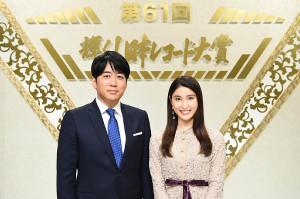 司会を務める安住紳一郎TBSアナウンサー(左)と土屋太鳳(C)TBS
