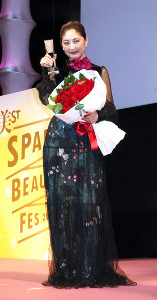 「第10回国民的美魔女コンテスト」に出席した常盤貴子