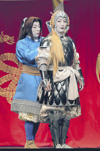 中村七之助演じる皇女クシャナ(右)とナウシカ。女形2人の共演も見どころ