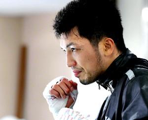 汗を滴らせ、鋭い眼光で練習を行った村田諒太(カメラ・関口 俊明)