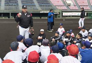 野球教室を開催した井口監督