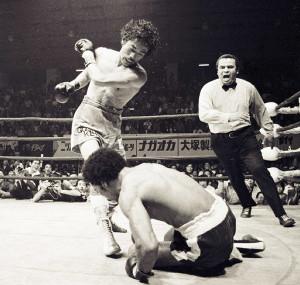 WBA世界ジュニアフライ級タイトル戦 フアン・グスマンを7回KOで破り、世界王者となった具志堅用高(1976年)
