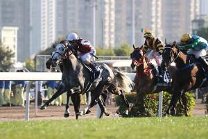 松岡騎乗のウインブライトが、追い比べを制し香港カップ優勝(カメラ・高橋 由二)