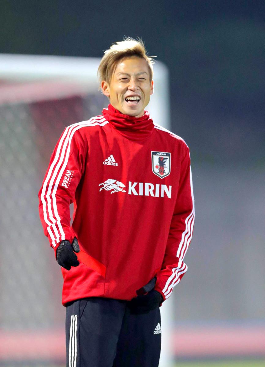 笑顔を見せる仲川輝人