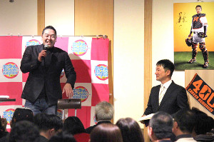札幌市内ででチャリティートークショーを行った阿部2軍監督(カメラ・後藤 亮太)