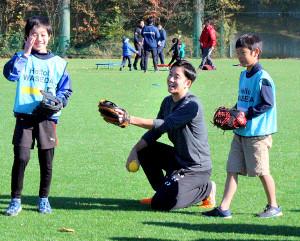 早大野球部OB会による野球振興イベントに出席した日本ハム・斎藤佑樹投手(カメラ・小島 和之)