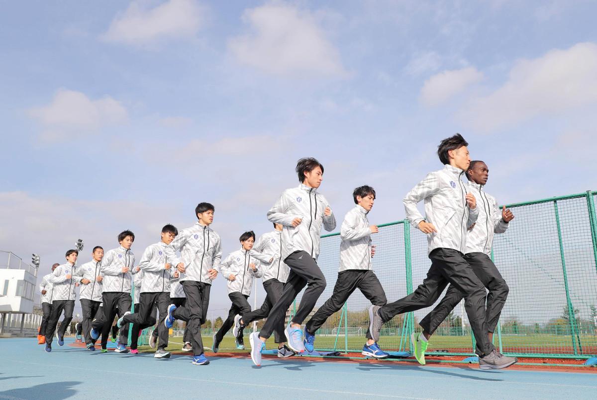 箱根駅伝に向けてランニングで調整する東京国際大の選手たち