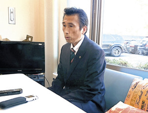 新監督について報道陣に説明する清水の内藤強化部長